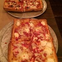 Foto tirada no(a) Rizzo's Fine Pizza por Krissy M. em 12/5/2014