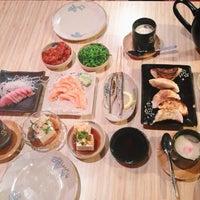 Photo taken at Kuru Kuru Japanese Restaurant by Angelina L. on 6/14/2014
