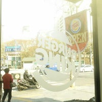 Photo taken at Burger King by 상아 김. on 4/13/2013