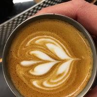 Foto tirada no(a) Voyager Espresso por Oliver S. em 3/4/2016