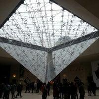 Foto tirada no(a) Pyramide Inversée du Carrousel por Pavel K. em 11/16/2013