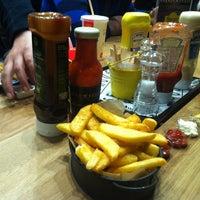 12/5/2012 tarihinde Ozlem B.ziyaretçi tarafından Burger House'de çekilen fotoğraf