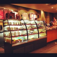 Снимок сделан в Starbucks пользователем Lika L. 12/15/2012