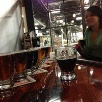 รูปภาพถ่ายที่ Revolution Brewing โดย Tripp F. เมื่อ 11/16/2012