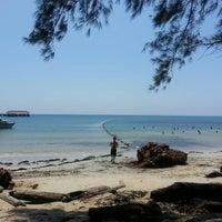 Photo taken at Survivor Island by Czewai C. on 10/14/2014