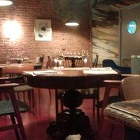Foto tirada no(a) Винный бар «74» por Мария Г. em 11/5/2014