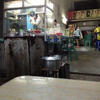 Photo taken at เน้า เป็ดอบอ้อย by Moo on 10/3/2012