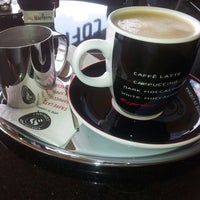6/27/2013 tarihinde Bulent C.ziyaretçi tarafından Coffeeshop Company'de çekilen fotoğraf