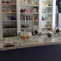 Photo taken at Fairy Cakes Cupcakery by Arlen B. on 8/10/2013