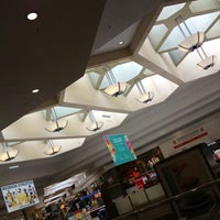 Foto tomada en Briarwood Mall por Jay Y. el 4/29/2013