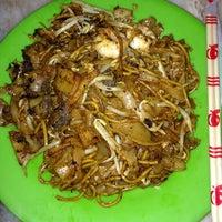 Photo taken at New Lucky (Seri Petaling) Restaurant by Steven F. Ghan on 7/10/2013