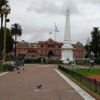 Foto tirada no(a) Plaza de Mayo por Chaska M. em 2/24/2013