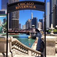 Foto scattata a Chicago Riverwalk da @steveGOgreen il 7/12/2013
