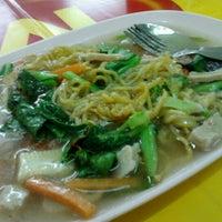 Photo taken at ร้านสุขภาพ อาหารเจ by Kim S. on 10/6/2012