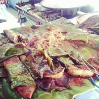Photo taken at Medan Ikan Bakar Bellamy by Sue Sakarnor on 11/15/2012