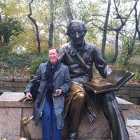 11/10/2012 tarihinde George S.ziyaretçi tarafından Hans Christian Andersen Statue'de çekilen fotoğraf