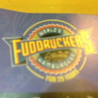 Photo taken at Fuddruckers by Ahmed Z. on 5/10/2013