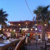 8/28/2013 tarihinde Yaman C.ziyaretçi tarafından Sunset Restaurant'de çekilen fotoğraf