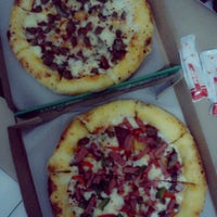 Photo taken at PHD (Pizza Hut Delivery) by Tessa A. on 8/18/2013
