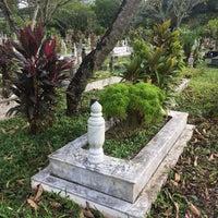 รูปภาพถ่ายที่ Tanah Perkuburan Islam Bukit Kiara โดย Juan H. เมื่อ 6/15/2018