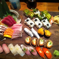 Photo prise au Blue Ribbon Sushi par Wei V. le9/24/2012