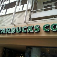 Das Foto wurde bei Starbucks von Kerime Ö. am 2/7/2013 aufgenommen