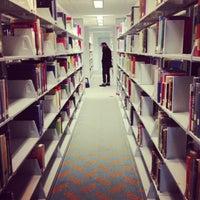 รูปภาพถ่ายที่ Central Library โดย Emily เมื่อ 2/21/2013