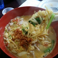 Photo taken at Lime Tree Southeast Asian Kitchen by Krakatau B. on 11/9/2014