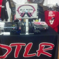 DTLR: Downtown Locker Room - Shoe Store in Brentwood
