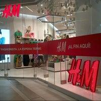 Foto tomada en H&M por Koto G. el 3/22/2013