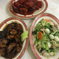 Photo taken at Kios Baru Chinese Food by Hellen . on 7/24/2017