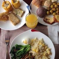 Photo taken at Tian Di Restaurant @ Grand Mercure Hotel Baolong Shanghai by Hellen . on 8/13/2014