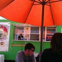 Das Foto wurde bei Pacos Tacos von Leigh P. am 4/9/2013 aufgenommen