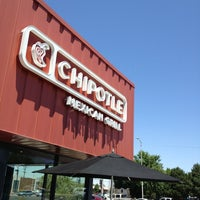 Photo taken at Chipotle Mexican Grill by Dj Connect on 6/6/2013