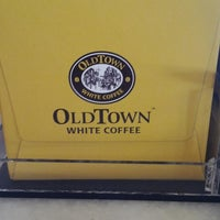 Photo taken at OldTown White Coffee by Zainal Abidin S. on 4/14/2013