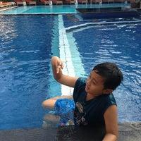 Photo taken at Poolside Wina Holiday Inn Kuta Bali by Hizkia on 6/23/2013