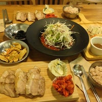 Photo taken at 미스터보쌈 Cafe by Jung Moonsu (. on 9/9/2013
