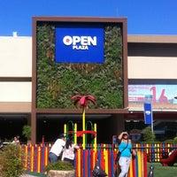 Das Foto wurde bei Open Plaza El Bosque von  Edo Matias A. am 3/1/2013 aufgenommen