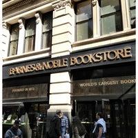 Foto scattata a Barnes & Noble da Richard R. il 4/24/2013