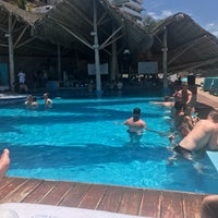 Foto tomada en Mantamar Beach Club por Sean F. el 4/28/2017