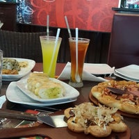 Photo taken at Pizza Hut by iin c. on 11/15/2014