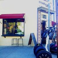 Photo taken at Crushcakes Cupcakery & Crushcafe by Kevin K. on 12/19/2012