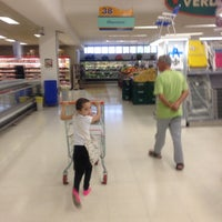 Photo taken at Supercenter Angeloni by Luiz Ângelo L. on 5/12/2013