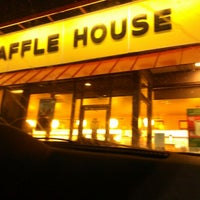 Photo taken at Waffle House by Spoon D. on 1/6/2013