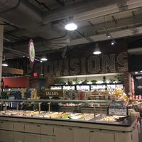 Foto tirada no(a) Whole Foods Market por Anna S. em 10/23/2016