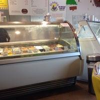 Photo taken at Glacier Homemade Ice Cream by Liz O. on 5/26/2016