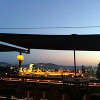 Foto tomada en Cafe De Paris por Ahmet A. el 7/22/2013