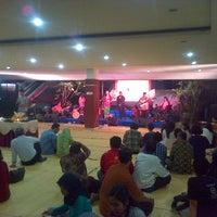 Photo taken at Fakultas Hukum by Tb Yoga P. on 10/28/2014