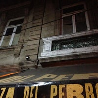 Foto tomada en Pizza del Perro Negro por Ozz R. el 11/17/2012