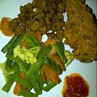 Photo taken at Karapitan Fried Chicken (Warung Ijo) by Lusiana S. on 11/7/2012